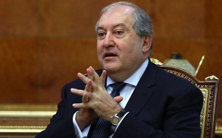 Ermənistan prezidenti müxalifətin qarşısında geri çəkildi