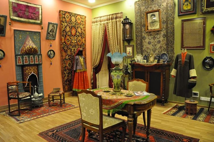 В Баку представлена уникальная коллекция старинных экспонатов, возвращенных из разных уголков мира - Карабахские мотивы - ВИДЕО - ФОТО