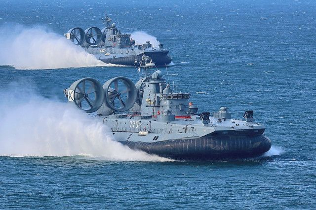 Russian Shipyard repairs world's largest amphibious assault hovercraft