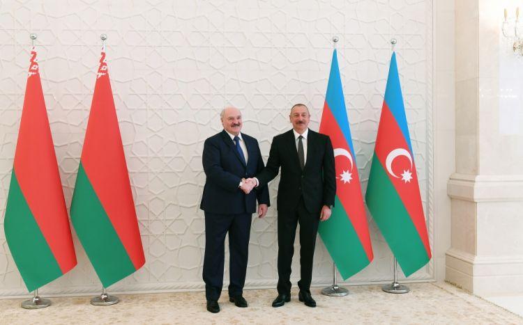 Gecə ilə baş tutan 5 saatlıq görüş - Belarus Prezidentini Azərbaycana səfər etməyə nə məcbur edir?