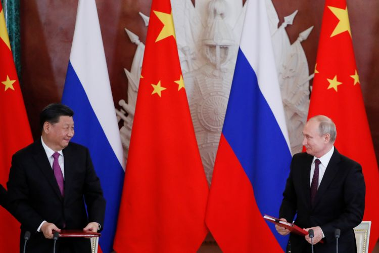Who will become a chicken: Beijing or Moscow?