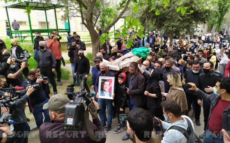 Проводится церемония прощания с Арифом Гулиевым