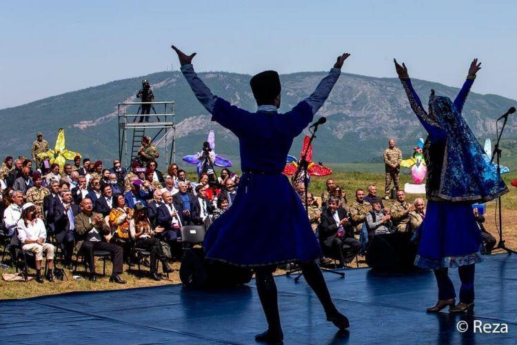 ru/news/culture/460340-vozrojdenie-vitaet-v-vozduxe-reza-deqati-podelilsya-fotoqrafiyami-s-festivalya-v-shushe