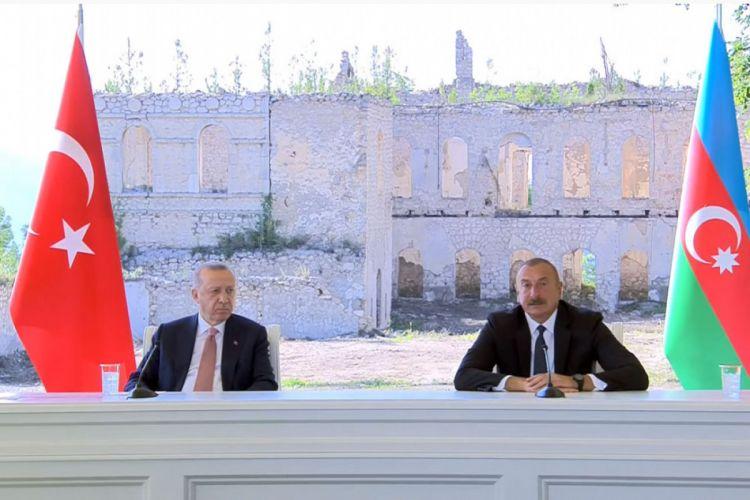 Президент Азербайджана: В Декларации отражены вопросы сотрудничества в области оборонной промышленности и взаимной военной помощи