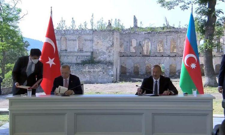 Мнение России совпадает с мнением Азербайджана и Турции, что нашло свое отражение в декларации - политологg