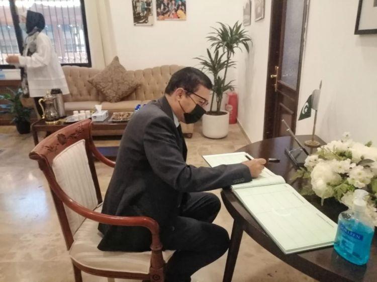 المؤرخ العرموطي يقدم التعازي بوفاة الرئيس الباكستاني الراحل / ممنون حسين... - الفيديو - الصور الفوتوغرافية