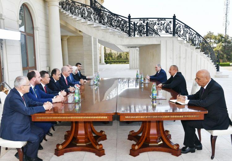 الرئيس إلهام علييف يلتقي النائب الأول لرئيس حزب العدالة والتنمية التركي نعمان كورتولوش والوفد المرافق له