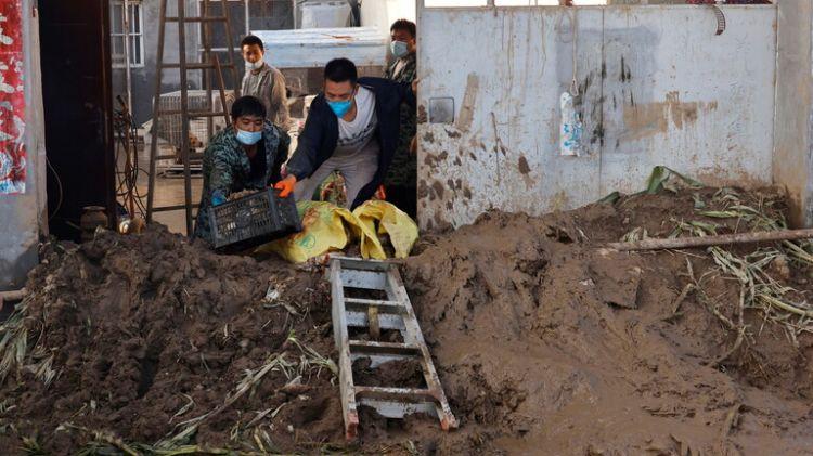 مصرع 5 أشخاص بعد انهيار طريق في بكين