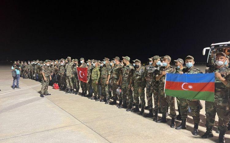 Азербайджанские пожарные прибыли в Турцию на помощь братской стране - ФОТО