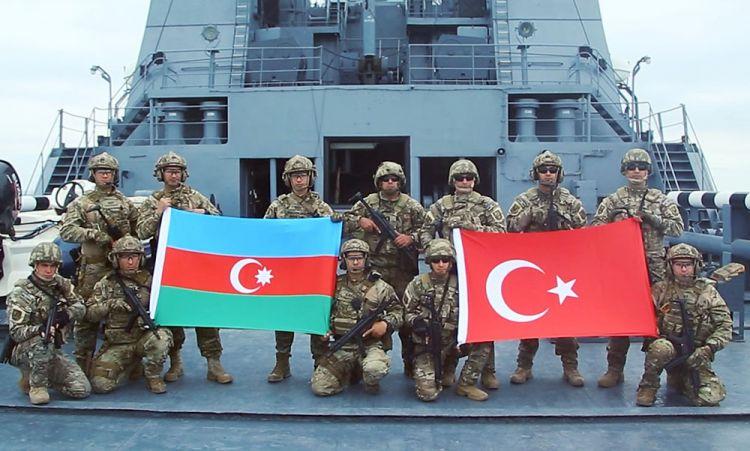 """Şovinistlərin bağrını yaran türk bayrağı - """"Mazandaran gölün""""də verilən cavab"""