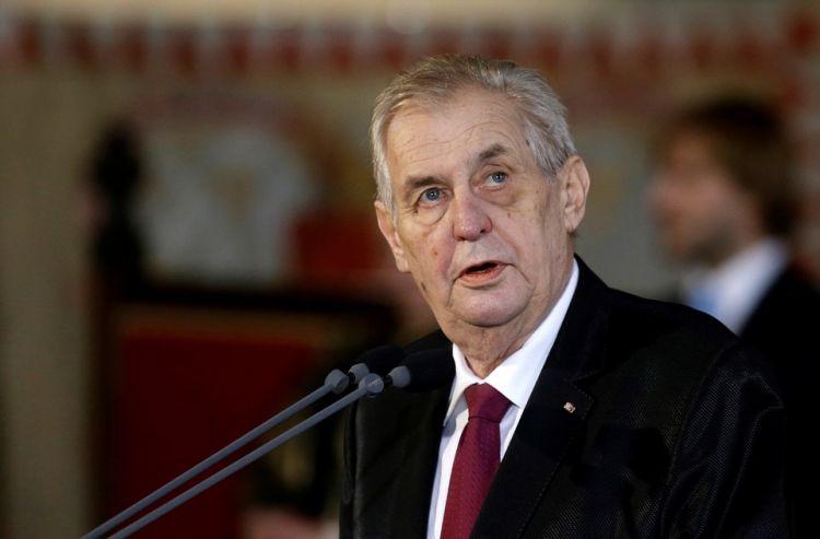 Президента Чехии госпитализировали