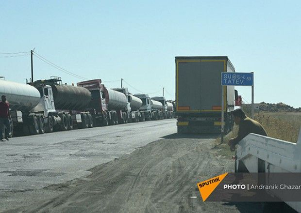 Gorus-Qafan yolu İran tırları üçün bağlandı