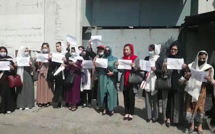 Женщины в Кабуле провели акцию протеста в защиту своих прав