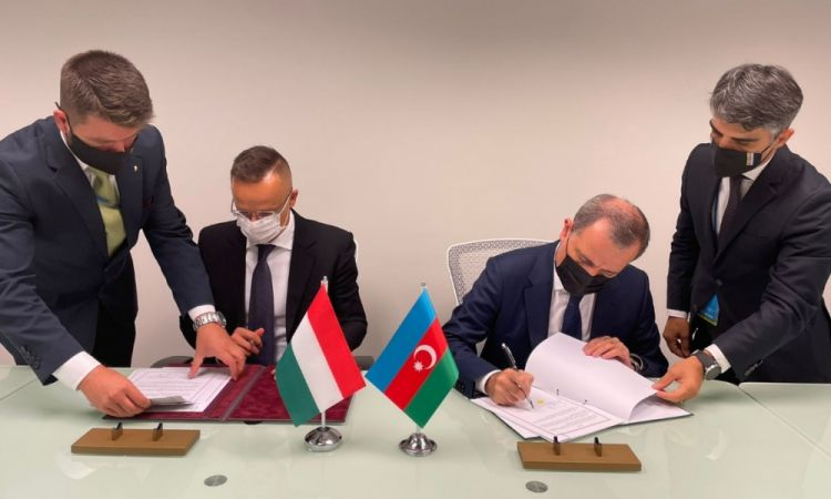 توقيع اتفاقية تعاون بين أذربيجان والمجر في مجال المخطوطات