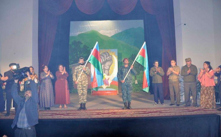 ru/news/culture/483454-aqdamskiy-teatr-predstavil-perviy-spektakl