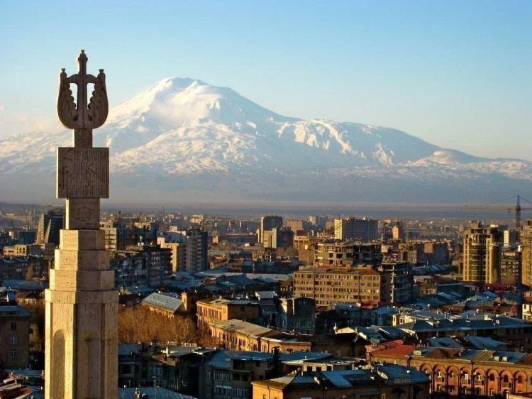 Руководство Армении должно четко осознать, что страна находится в глубочайшем кризисе - эксперт